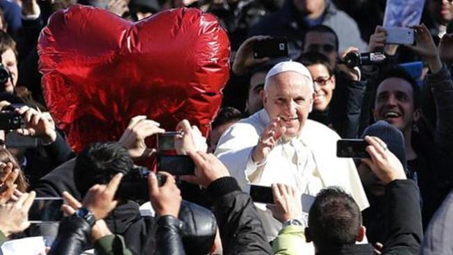 Papa Francisco recibe a los enamorados