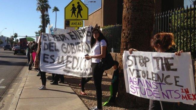 Phoenix: Imploran por los 43 estudiantes
