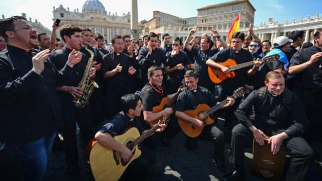 Canonización: Miles llegan a Roma
