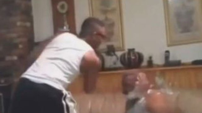 Smack him: brutal juego causa alarma