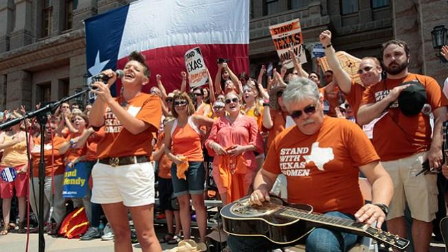 Permiten límites al aborto en Texas
