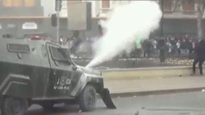 Violentas protestas en calles de Santiago