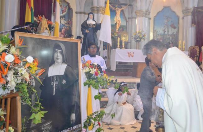 Fieles celebran la canonización de Nazaria Ignacia, primera santa de Bolivia