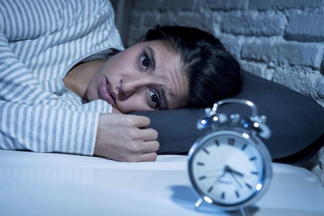 Estudio asegura que no dormir bien te lleva al aislamiento social