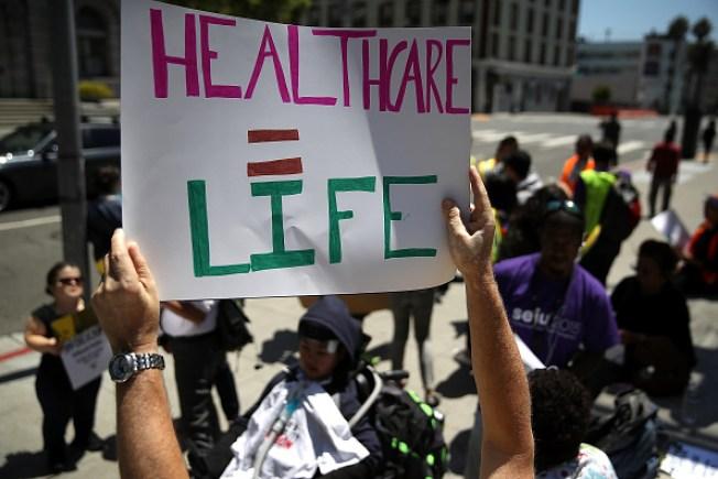 Plan del Senado de EU dejaría a 22 millones sin seguro médico