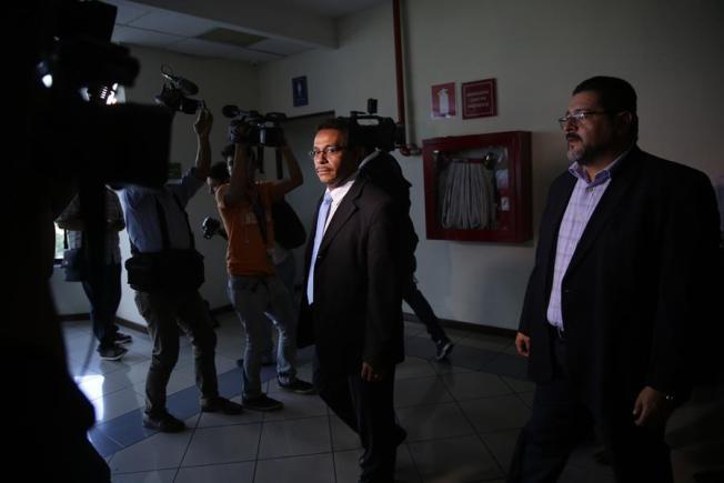 El Salvador: Exoneran a exfuncionarios acusados de favorecer a pandillas