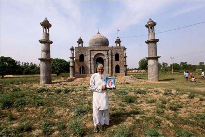 Viudo crea réplica miniatura de Taj Mahal