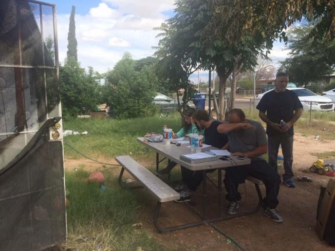 Tucson: Incendio deja a familia de ocho en la calle