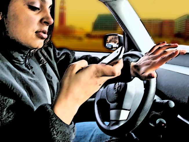 Ley pudiera prohibir celulares a jóvenes