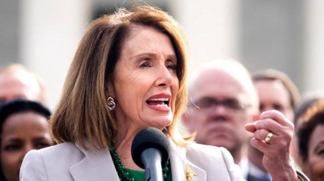 """Premian a Nancy Pelosi por ser la """"mujer más importante de la historia política"""" de EEUU"""