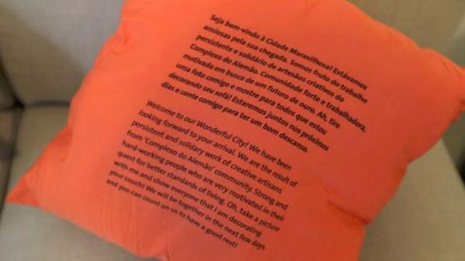 Habitantes de una favela dejan mensaje a atletas