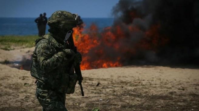 Militares incineran toneladas de cocaína y marihuana