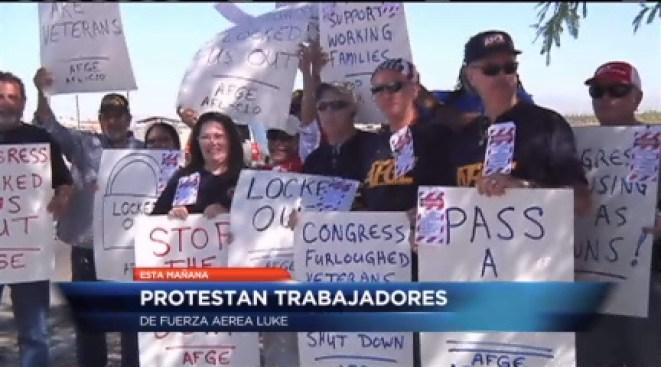 Protestan trabajadores de fuerza aérea