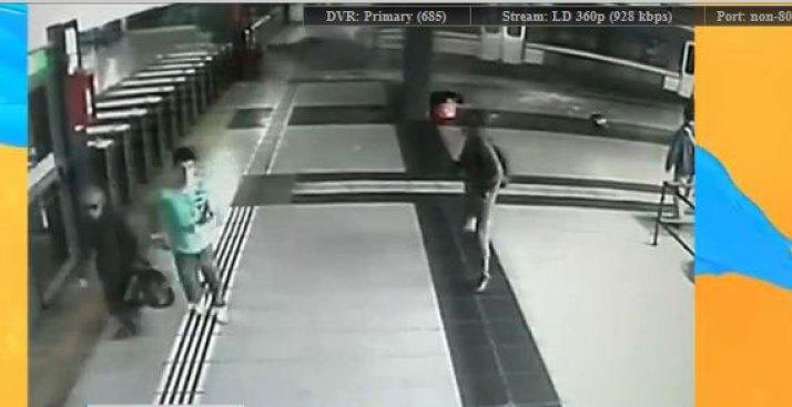 Impactante choque de tren en estación